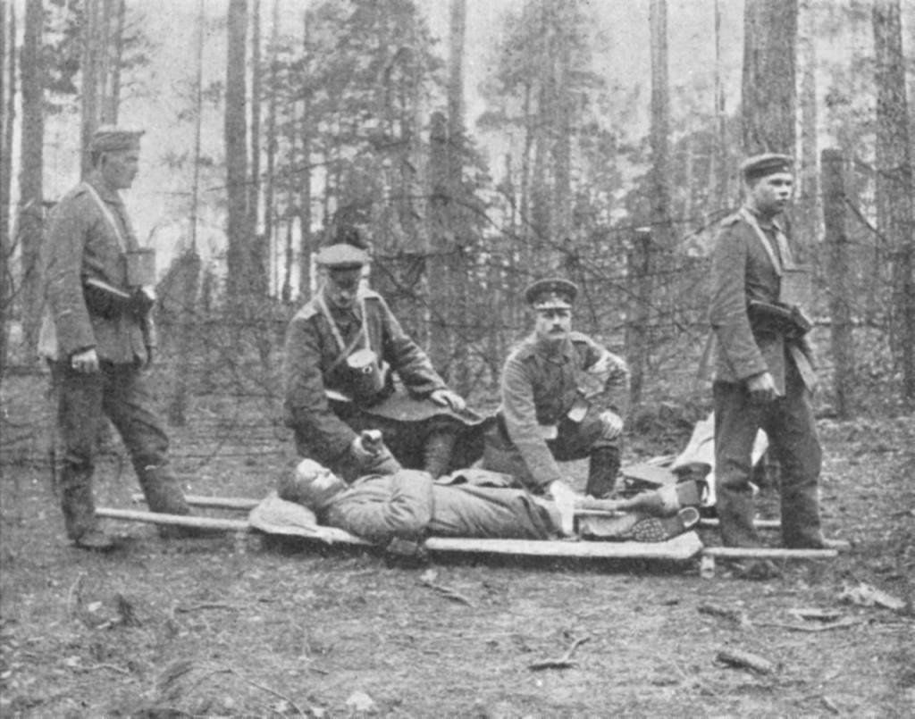 Jääkäripataljoona 27:n saniteettikurssilaisia Libaussa vuonna 1917