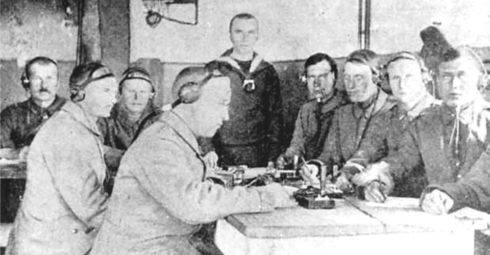 Radio Man - Men on the Course are practicing telegraphy under German non-commissioned officer leadership